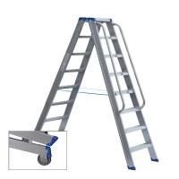 Stufenstehleiter beidseitig begehbar mit Transportrollen, Aussteifungsstreben, Antirutschbelag und Handlauf