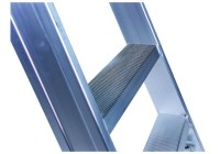 Leiterntritt 420 mm breit mit Antirutschbelag mit Stahlgelenken